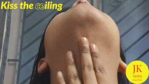 facial-yoga-kiss-the-ceiling